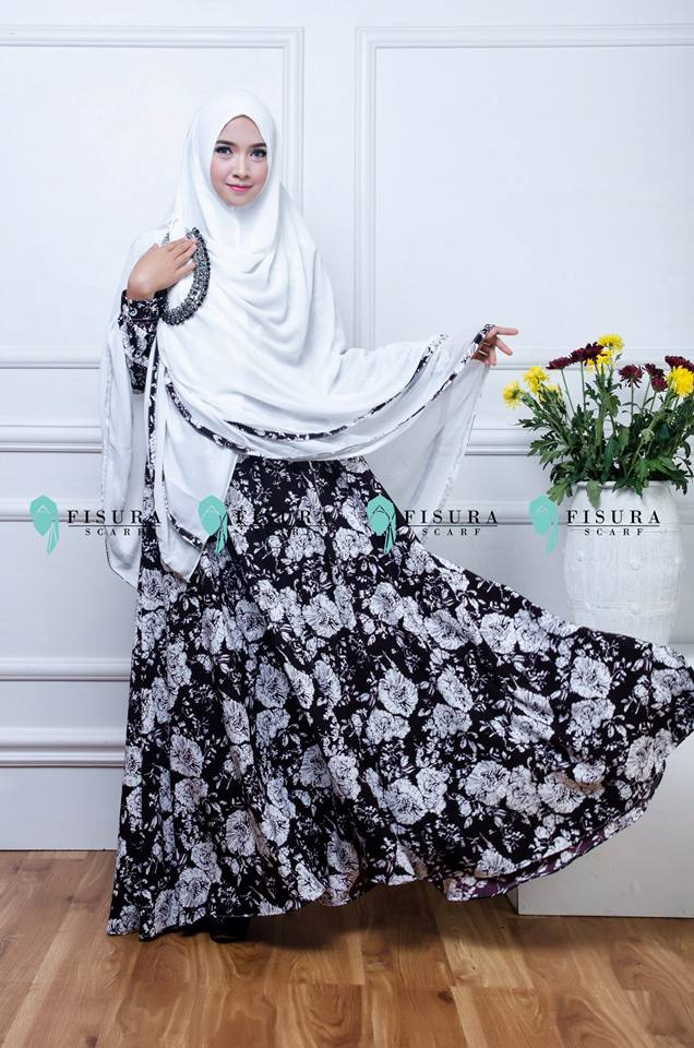 fisura scarft gamis mikea black in white.