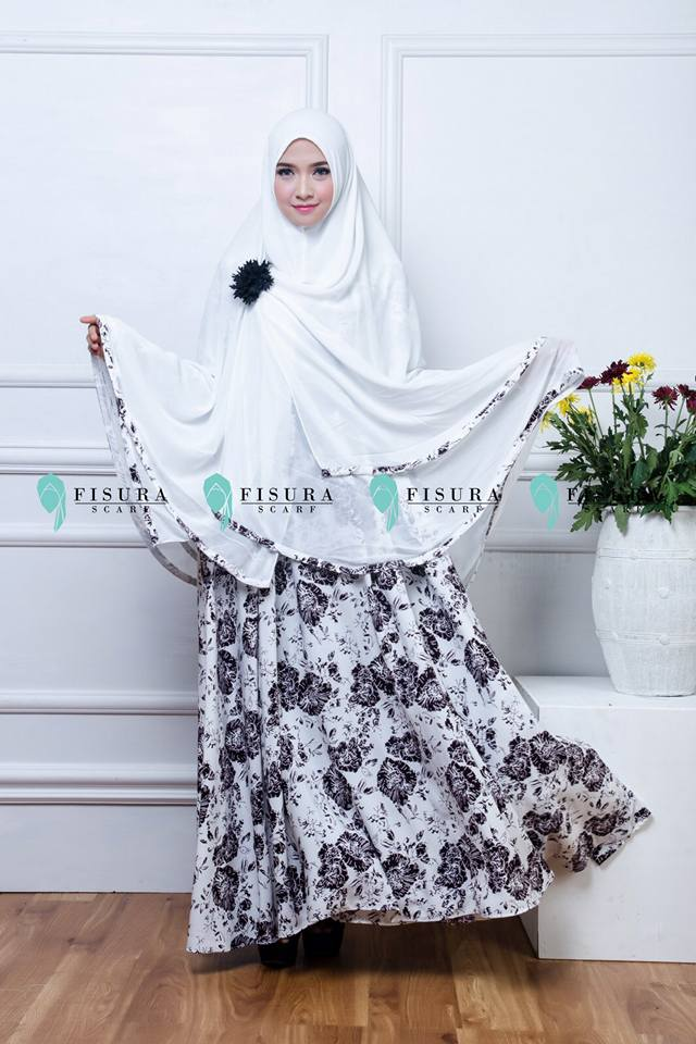 fisura scarft gamis mikea black in white