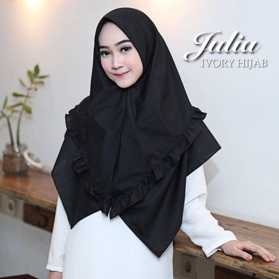 julia by ivory hitam